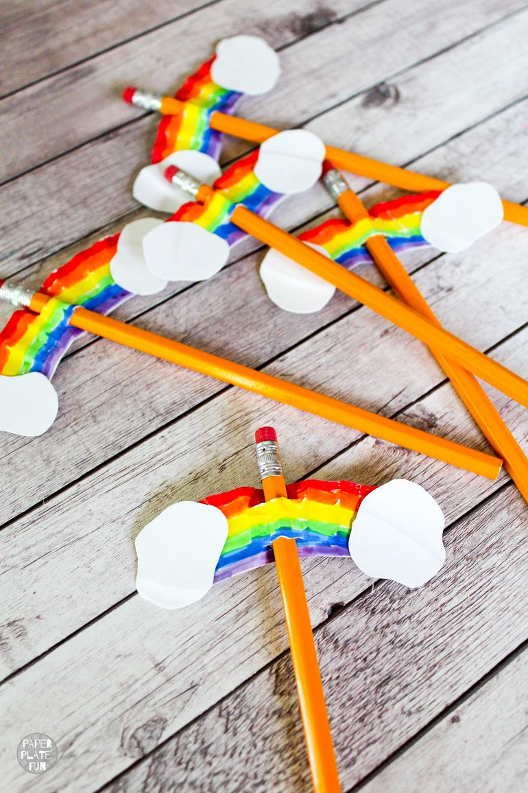 This is so cute! See how to turn a paper plate into DIY rainbow pencil toppers! What a cute kids craft to celebrate back-to-school, summer camp, Vacation Bible School and more!