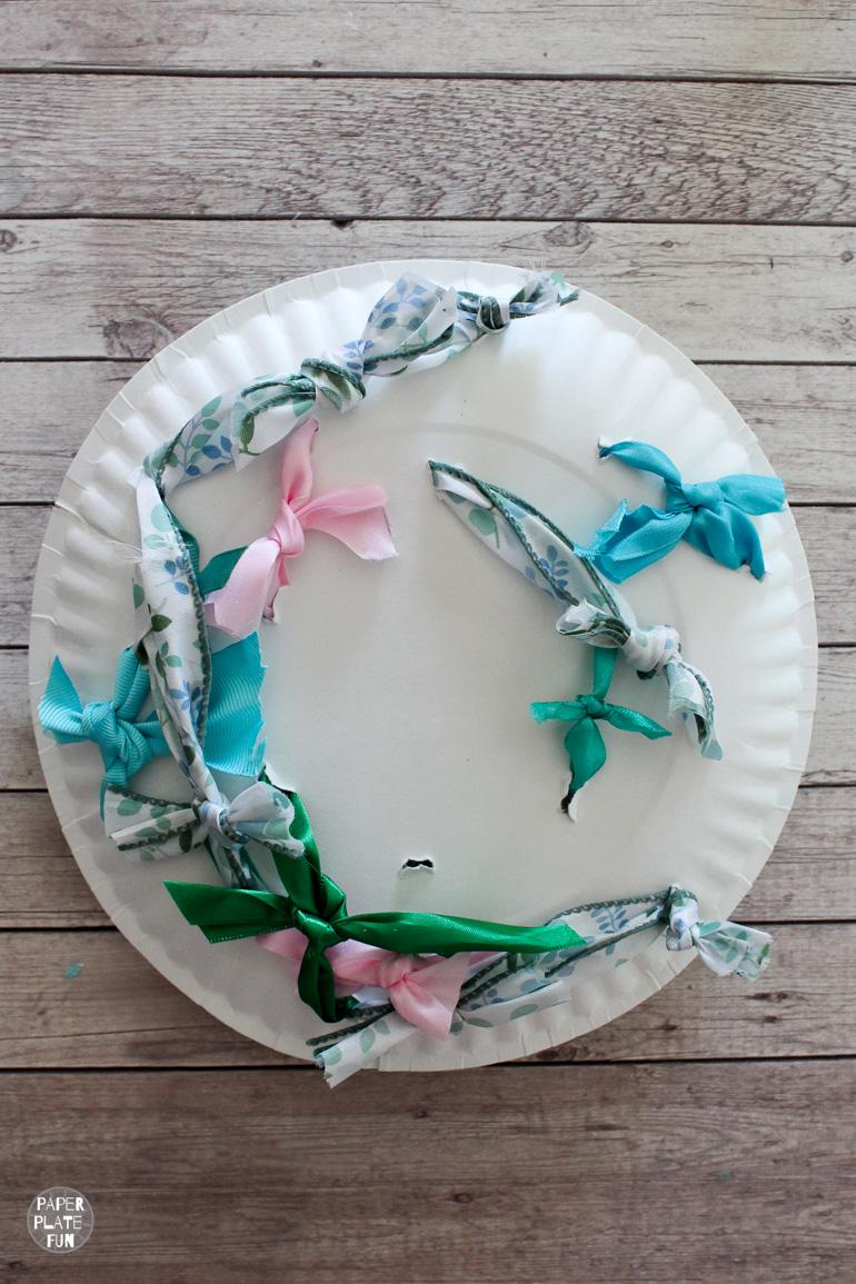 Read this post to learn how to use paper plates to create a wedding rehearsal bow bouquet for the bride.