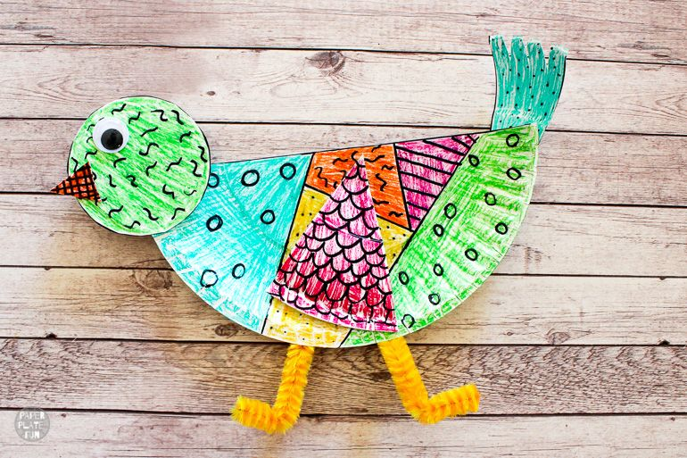 What a fun paper plate animal craft! Use the template in this post to create a paper plate bird.