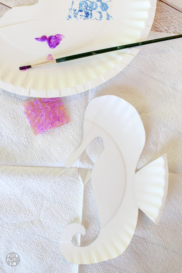 Create a stamp with bubble wrap and paint! Use to to paint the seahorse craft.