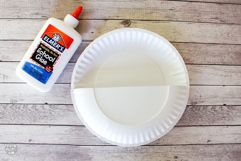 Learn how to make a DIY back of chair pouch organizer with paper plates.
