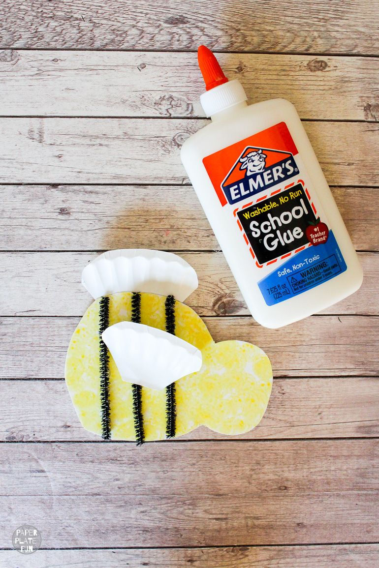 This project for kids is so cute! Use a paper plate to make a bee craft. Great for national honey bee day!