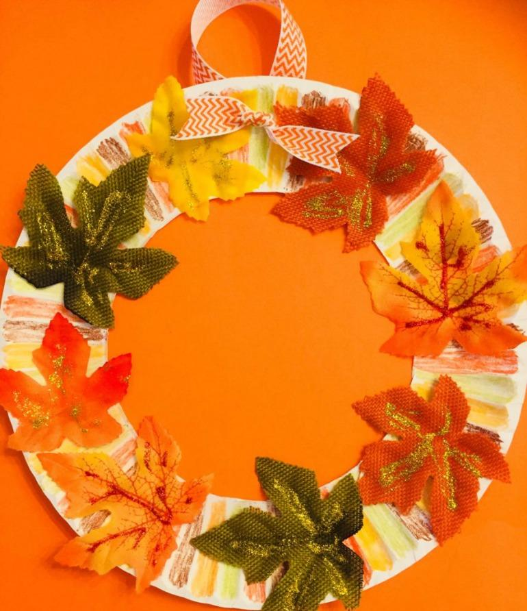 This paper plate leaf wreath from Glitter on a Dime is one of fifteen fall paper plate crafts for kids shared in this great blog post!